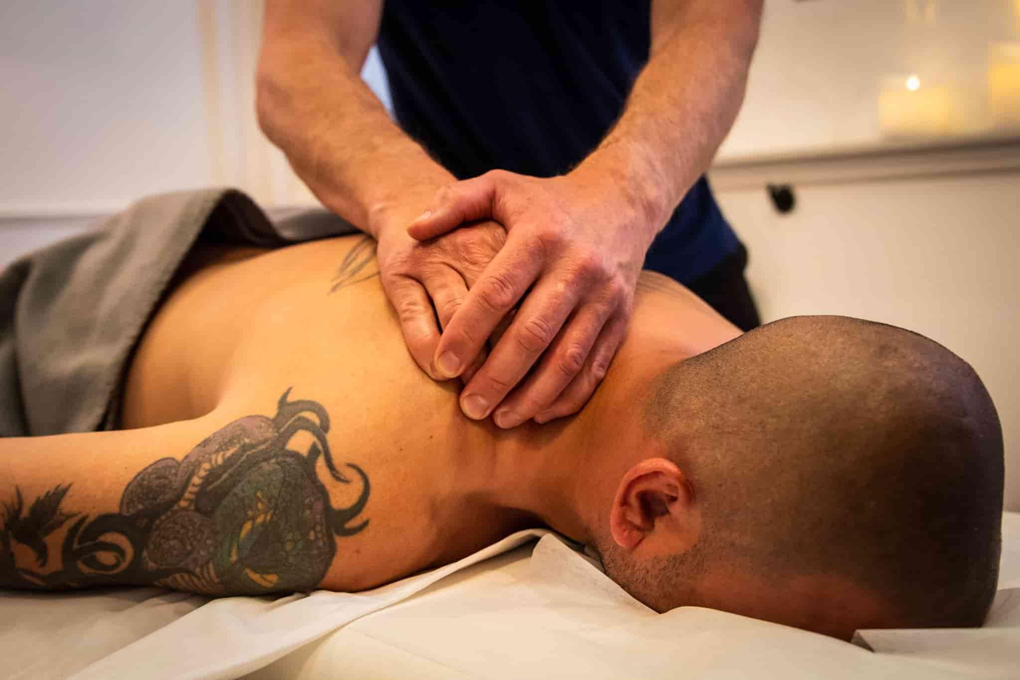 massage af skuldre